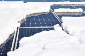 Schnee auf Solarmodulen
