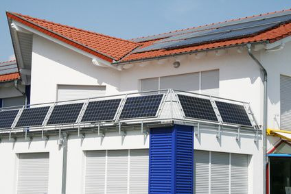 Balkongeländer mit Solarmodulen